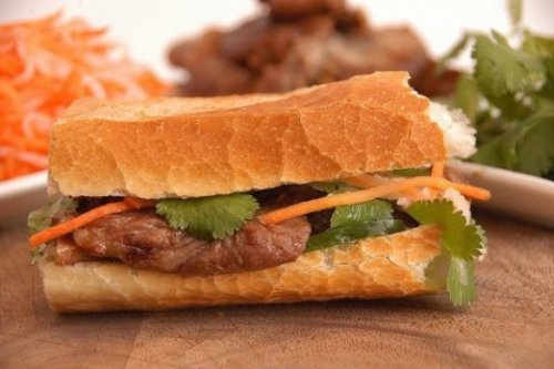 Tongue tingling fabulousness (photo from The Battle of the Bahn Mi blog)