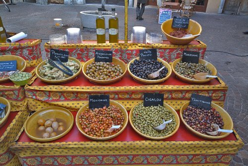 One of many stalls at the Annecy market (photo from pbase)